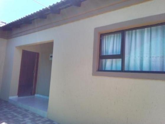 ONE Massive Garage To Rent in Soweto, Gauteng