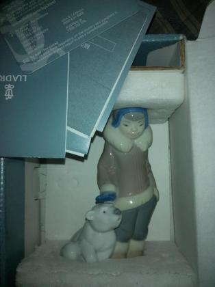 LLADRO - ESKIMO BOY WITH PET (NEW IN BOX)