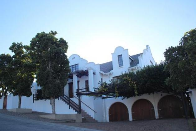 Upmarket Sea View Accommodation Mosselbay From R500 per room per night