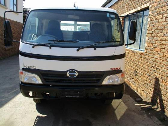 2011 Hino 915 LWB with New 5.5m Dropside Body
