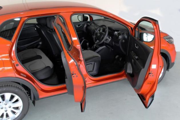 2015 Renault Captur 0.9 Turbo Expression, Orange with 32000km!