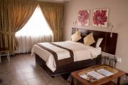 Mommy's Guest House (bed & breakfast, air-con, DStv, WiFi, pool)