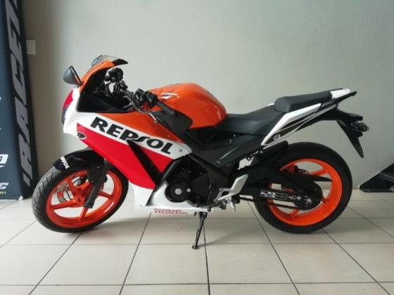 2015 Honda CBR300 (finance available)