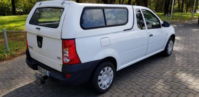 2015 Nissan NP200 1.6 base with canopy