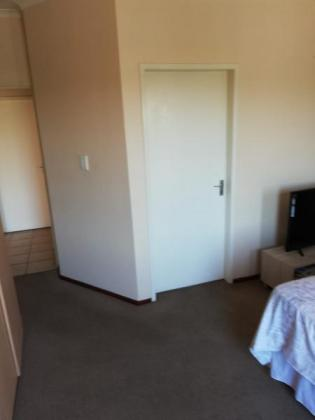 alady wanted to share aflat in atwo bed room ensuit flat 0606654838 in Sandton, Gauteng