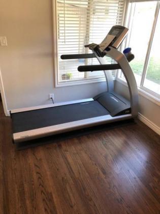 Life Fitness T5 Treadmill - 400 Lbs Capacity!