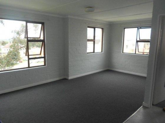 3 Bed Flat - R4424  - Move in Today! Only Pay from 1 DEC