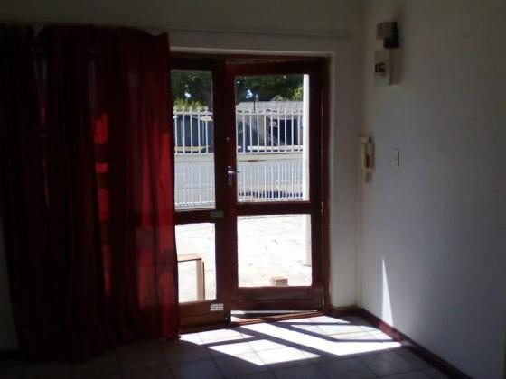 FLAT TO RENT IN GOODWOOD in Goodwood, Western Cape