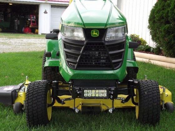 John Deere X380 Lawn