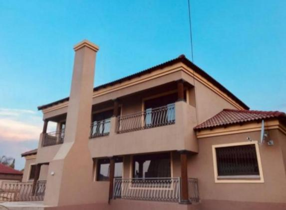 6 BEDROOM RESIDENTIAL PROPERTY FOR SALE IN PRETORIA in Pretoria North, Gauteng