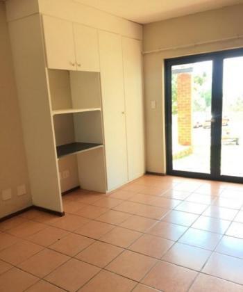 Ground-level Studio apartment in