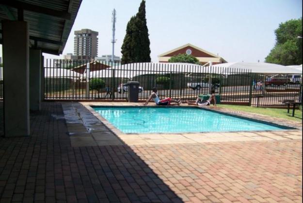 Studio Apartment for rent laborie Village Auckland Park, Johannesburg