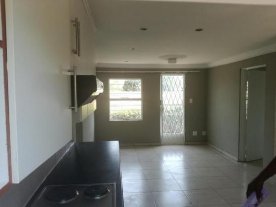 3bed,1bath to Rent in Weltevreden Park. Rent 6500 + deposit, neg. W& E excluded.AVAIL 1st March