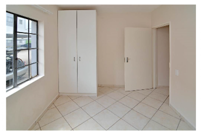 Looking for a lady or 2 to share my 2 bedroom flat with.