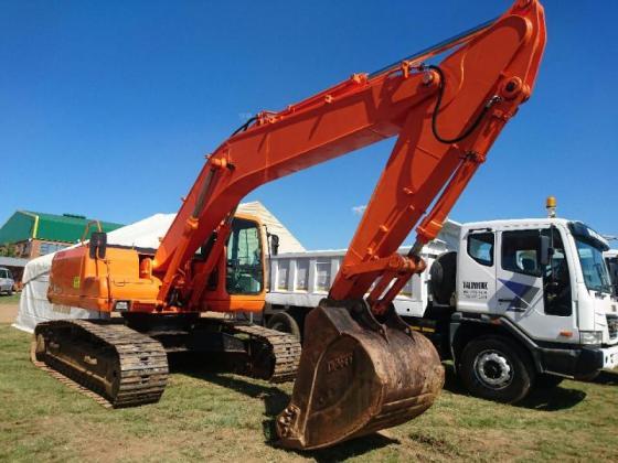 2006 Doosan 220LC-V (22t) Excavator in Springs, Gauteng