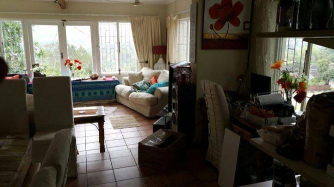 Fenced and pet friendly, Central Hillcrest close to Highbury School and walking  to shops