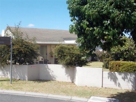 Modern 3 bedroom house in Parow, Western Cape