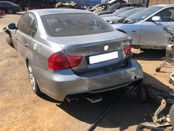 BMW E90 stripping for spares at Hunters Fitment Service Centre & Parts!