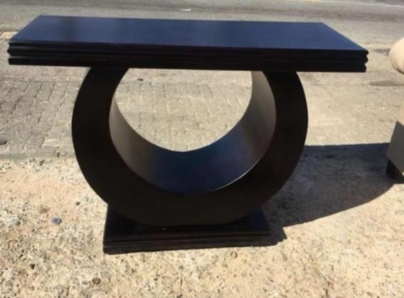 Server / entrance table