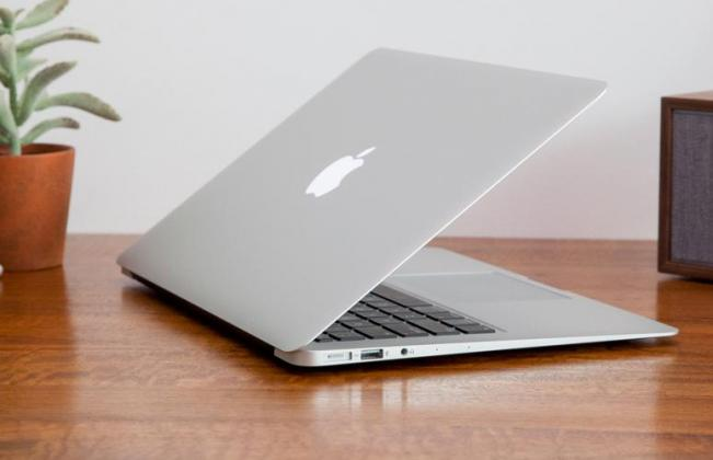 13 Inch Apple Macbook Air - Core i5 - 256 GB HDD - 8 GB Memory