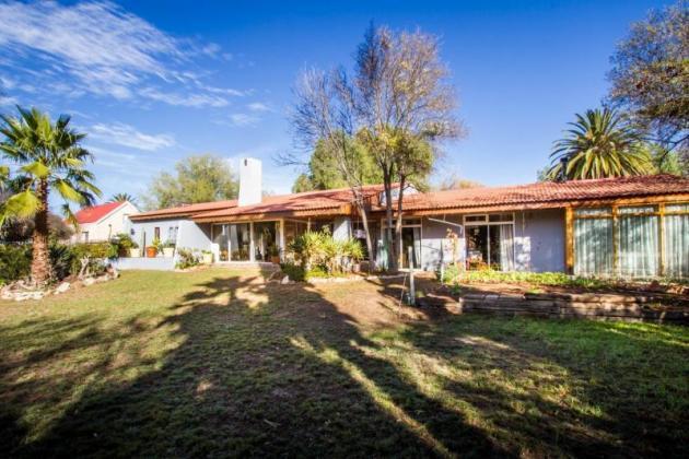 Large family home for sale in Oudtshoorn in Oudtshoorn, Western Cape