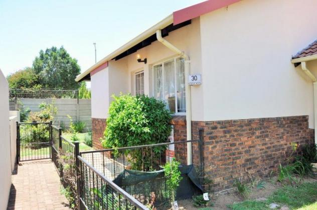 To Let: Unfurnished 2 Bedroom Townhouse In Erasmuskloof