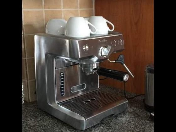 Breville Espresso 800ES Coffee Machine in East London, Eastern Cape