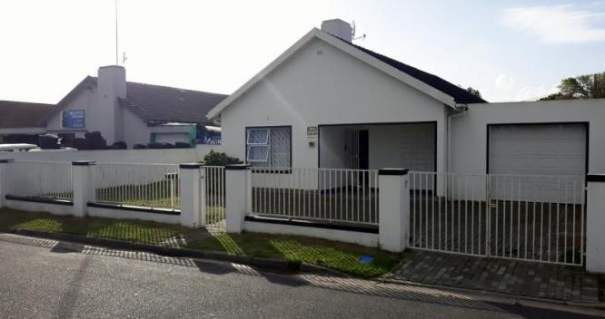 MAGNIFICENT HOUSE FOR SALE IN ATHLONE in Cape Town, Western Cape