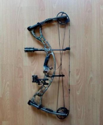 Right hand hoyt maxxis compound bow