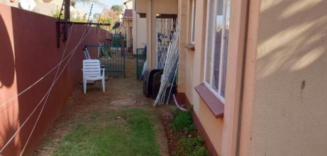 2 Bedroom Townhouse FOR SALE in Lakefield in Boksburg, Gauteng