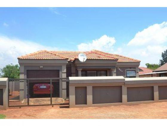 KwamaShu Section E 3 Bedroom House For Rent 073 371 7525 in Durban in Durban, KwaZulu-Natal