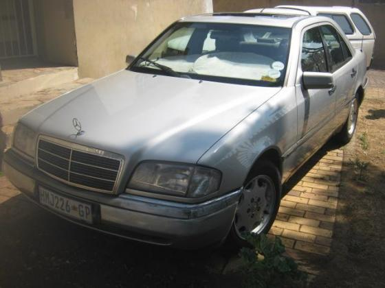 Mercedes-Benz C200 Elegance - R45,000