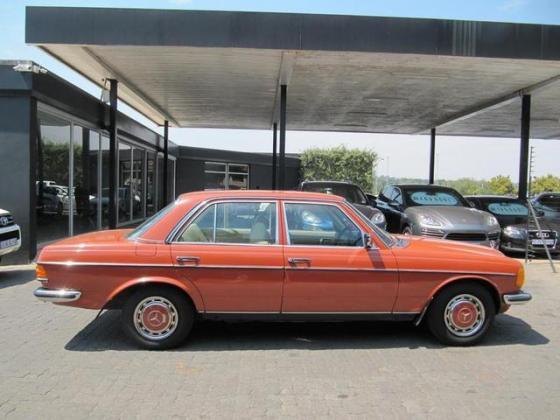 1982 MERCEDES-BENZ E-CLASS 230E AUTO