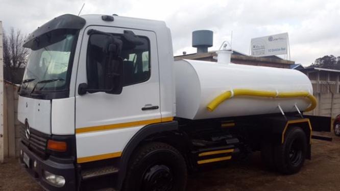 Mercedes Benz 10000l Water Truck (water tanker) in Benoni, Gauteng