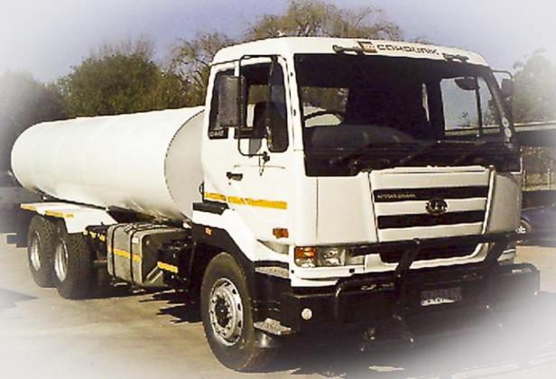 Nissan UD 440. 18000l Water truck ( water tanker) in Benoni, Gauteng
