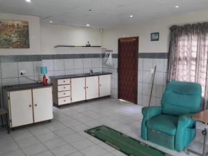 2 bedroomed granny flat in Hibberdene  (sea views)
