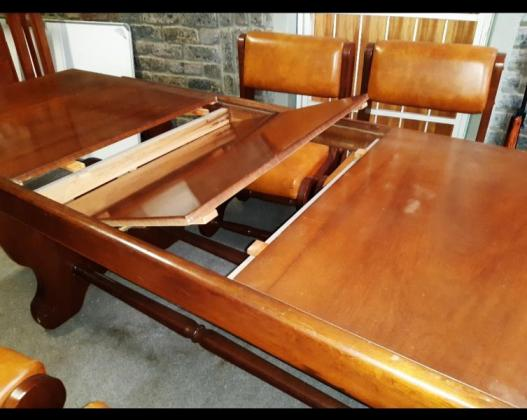 Diningroom table and buffet