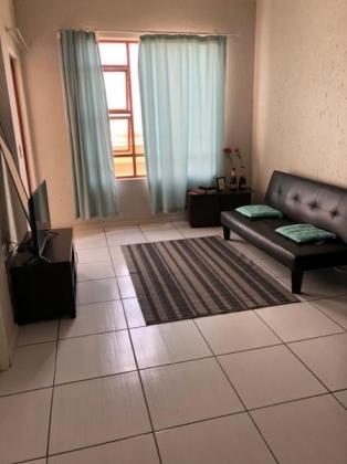 Room available for female in 2 bedroom flat (Paulshof) in Johannesburg, Gauteng