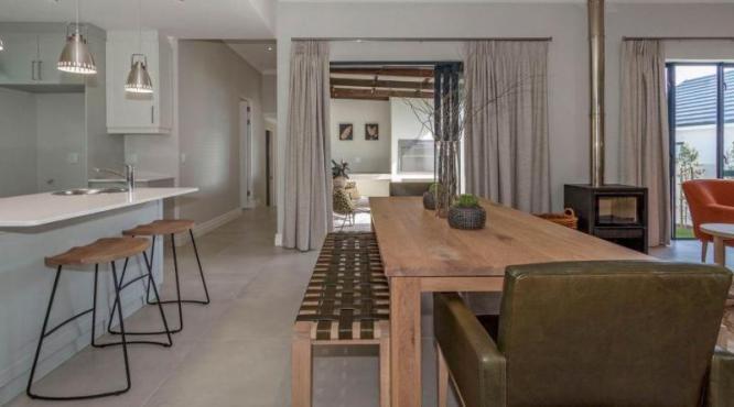 Furnished 2 bedroom/2 bathroom units in Somerset West