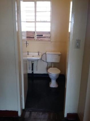 Spacious 1 Bed flats to rent in Rosettenville in Johannesburg, Gauteng