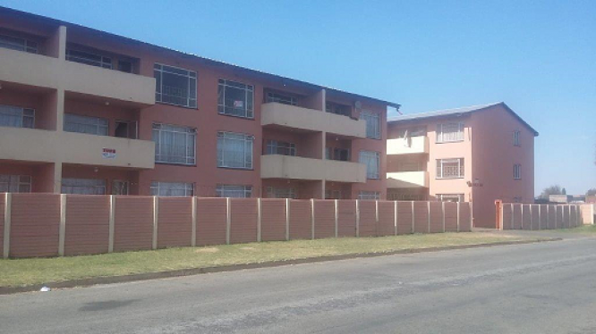 Spacious, newly renovated 2 Bed flats to rent in Leondale in Germiston, Gauteng