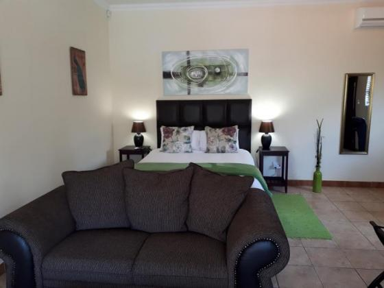 Upper class Fully furnished bachelor apartment to rent in Lynnwood Ridge, Pretoria