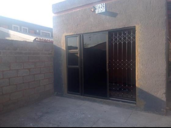 Spacious rooms with full outside bathroom to rent in Soweto, Gauteng