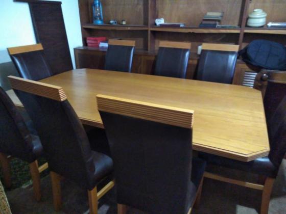 Beautiful 8 seater dining table in Johannesburg, Gauteng