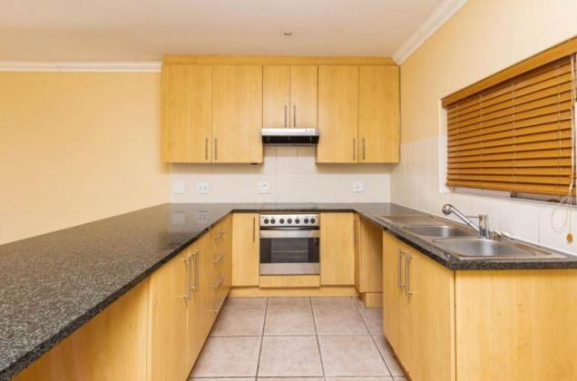 LARGE GROUND FLOOR 2 BEDROOM FLAT TO LET IN NEWLANDS in Cape Town, Western Cape