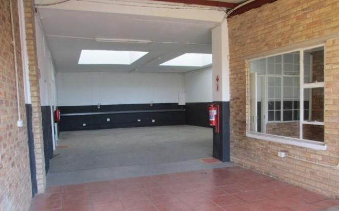 200 sqm Warehouse/Factory to rent