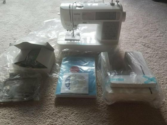 Brother SE425 Sewing Embroidery Machine in Cape Town, Western Cape