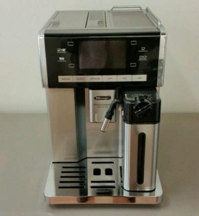Delonghi PrimaDonna Exclusive Coffee Machine ESAM6900.M
