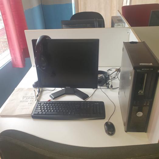 Desktop Computers Full Sets With Headset in Chatsworth, KwaZulu-Natal