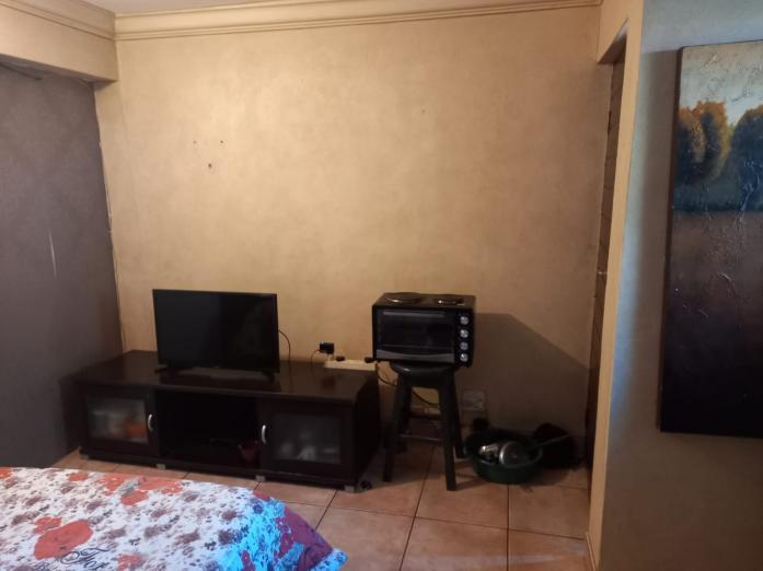 Outside Room To Let in Douglasdale in Douglasdale, Gauteng